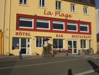 http://www.presquile-crozon.com/hotel-de-la-plage/photos/facade.jpg