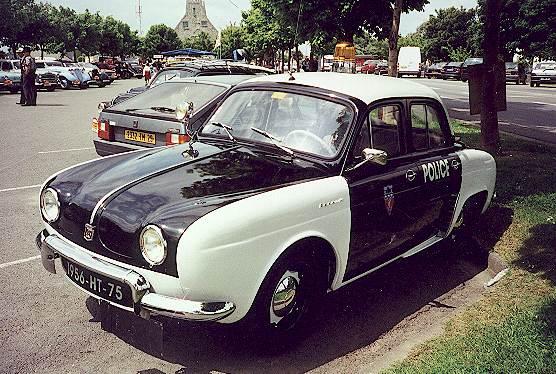crozon voiture ancienne photo de renault dauphine voiture pie de police. Black Bedroom Furniture Sets. Home Design Ideas
